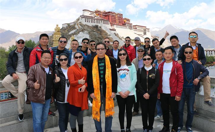 海真易经西藏班师生留影